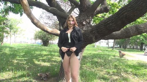 【オボワz☆ 投稿作品】超美尻の42歳ロシア人美熟女☆ウットリする美尻の建築家人妻と生セックス☆昼間の公園で露出羞恥