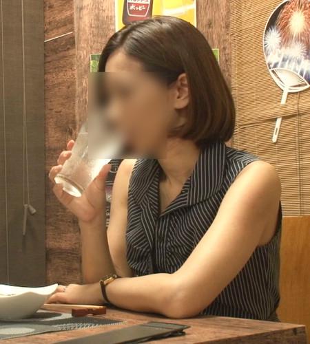 【オボワz☆ 投稿作品 33歳 Cカップ 元CA 美人妻 に中出し】女の性欲を飛躍的に増大させる酒を出す相席系居酒屋